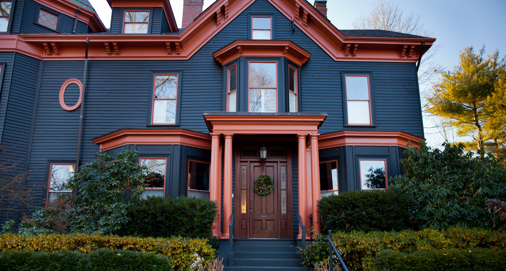 Exterior house painting exterior painting services boston for Exterior home accents